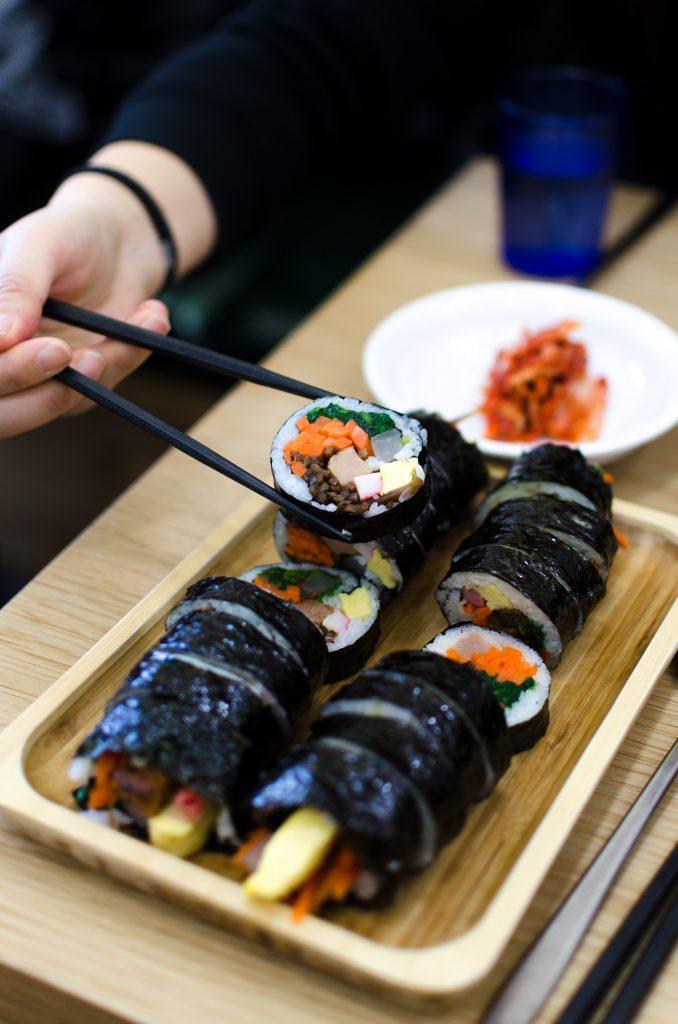 I famosi rotoli di kimbap coreani